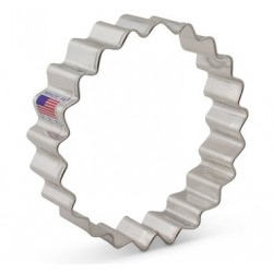 "Cookie cutter fluted circle - 3 7/8"" - Ann Clark"